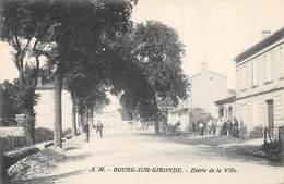 33 . N°205410. Bourg Sur Gironde. Entrée De La Ville - Frankreich