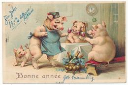 COCHONS Humanisés Buvant - Bonne Année , Carte Gaufrée, Embossed - Cochons