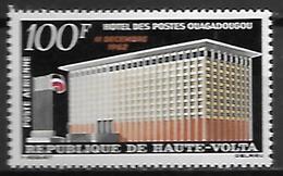 HAUTE VOLTA  -  Poste Aérienne  -  1962 . Y&T N° 7 ** . Hôtel Des Postes  /  Drapeau - Alto Volta (1958-1984)