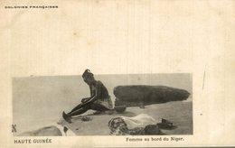 HAUTE GUINEE FEMME AU BORD DU NIGER - Frans Guinee