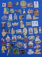 JOLI LOT DE 50 PIN'S DIFFERENTS  N° 20 - Badges
