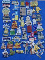 JOLI LOT DE 50 PIN'S DIFFERENTS  N° 24 - Badges