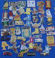 JOLI LOT DE 50 PIN'S DIFFERENTS  N° 25 - Badges