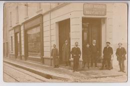 """CARTE PHOTO : MAGASIN DE VETEMENTS & FOURRURES - DEVANTURE & COMMERCE """" GRANDS MAGASINS DE NOUVEAUTES """" - 2 SCANS - - Postcards"""