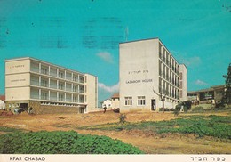 LAZAROFF BUILDINGS, VOCATIONAL SCHOOL KFAR CHABAD. ISRAEL CARTE POSTALE CIRCULEE 1968 TEL AVIV -LILHU - Israel
