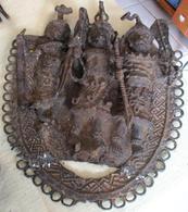 Oude Bronzen Plaat Met 3 Krijgers Uit Benin - Art Africain