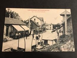 CPA 1900/1920 La Schlucht  à La Frontière Commerces Attelages - Gerardmer