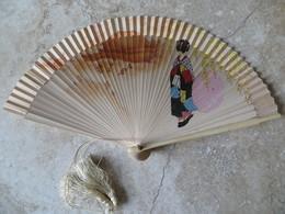 Bel Eventail Japon Geisha Ombrelle Année à Déterminer Cordelette Pompon En Soie Bon Etat - Ventagli