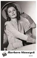 BARBARA STANWYCK (PB24) - Film Star Pin Up PHOTO POSTCARD - Pandora Box Edition Year 2007 - Femmes Célèbres