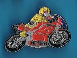 PIN'S //  ** MOTO GP APRILIA / VILLE DE LOUVRES / MICHELIN **. (© Qualité Collectors Série Limitée) - Motorfietsen