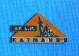 1 PIN'S //  ** BY L.P. KATMANDU ** - Musique