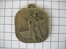 933 Médaille Les 20 Km De  Paris  17 Octobre 1982 RTL ASC AIR Course à Pied - Frankreich