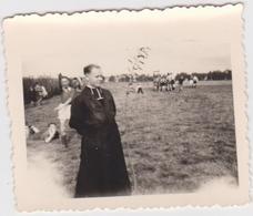 Aalst - FOTOke Van 6,5 Cm Op 5 Cm Van Voetbal Met De Paters Jezuieten Te Aalst, Schooljaar 1945-46 - Aalst
