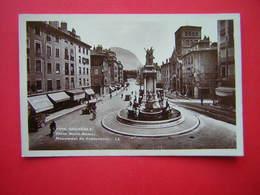 CPSM GRENOBLE  PLACE NOTRE DAME MONUMENT DU CENTENAIRE      NON VOYAGEE - Grenoble