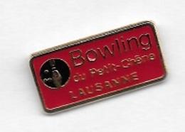 Pin's  Pays, Ville, Sport  BOWLING  Du  Petit - Chêne  LAUSANNE - Bowling