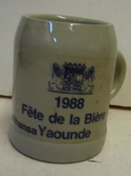 Lot. 1337. Chop En Grès. Fête De La Bière Lufthansa Yaoundé 1988 - Vasos
