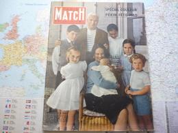 Paris Match N°427 15 Juin 1957 La Dernière Née De Charlot / Pékin Fête Mao / Aux Commandes De La Chose - Testi Generali