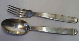 Lot. 1343. Une Fourchette, Une Cuillère, Deux Poinçons Carrés. GO J Coq B. Coquille Saint Jacques - Argenterie