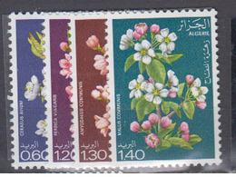 ALGERIE      1978     N °  679 / 682        COTE    5 € 65        ( E 220 ) - Algeria (1962-...)