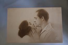 B706 Couple Romantic Love - Couples