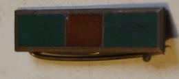 à Identifier Décoration Militaire Vert Marron Vert Insigne Broche - Abzeichen & Ordensbänder