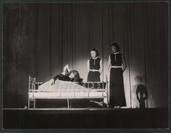 Fotografie Zauberin Mme. Valeria Und Assistentinnen Auf Der Bühne - Mestieri