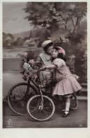 CPA - Les Petits Amoureux En Vélo - Postcards