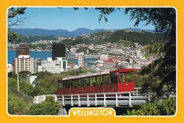 1 AK Neuseeland * Blick Auf Die Wellington Cable Car Mit Der Hauptstadt Wellington Im Hintergrund * - Nueva Zelanda