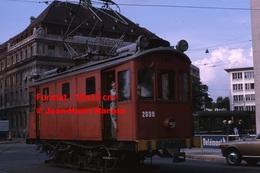 Reproduction D'une Photographie D'un Tramway Rouge B.V.B N°2030à Bâle En Suisse En 1965 - Reproductions