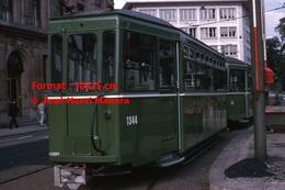 Reproduction D'une Photographie D'un Tramway Vert B.V.B Ligne 11 à Bâle En Suisse En 1965 - Reproductions