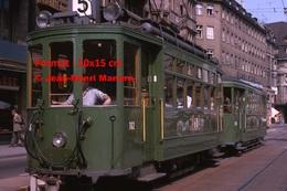 Reproduction D'une Photographie D'un Conducteur Dans Un Tramway Vert B.V.B Ligne 5 à Bâle En Suisse En 1965 - Reproductions