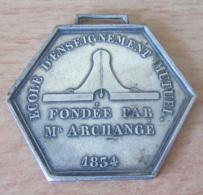 Médaille Hexagonale En Argent, 1er Prix De La Ville D'Orsay - Ecole De L'Enseignement Mutuel Fondée Par Mr Archange 1834 - Professionnels / De Société