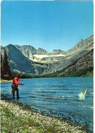 Uomo Che Pesca In Un Lago Di Montagna - Fishing