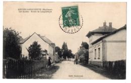 CPA 53 - GENNES LONGUEFUYE (Mayenne) -  Les Ecoles. Route De Longuefuye - Ed. Bodereau - France