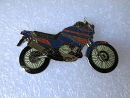 PIN'S      MOTO   YAMAHA    TENERE - Motos