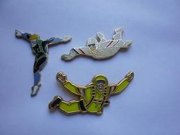 3 Pin S SPORT PARACHUTISME  Different Tbq - Parachutting