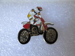 PIN'S      MOTO   YAMAHA    YZ - Motorbikes