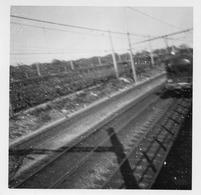 Photographie Anonyme Vintage Snapshot Train Locomotive Vitesse Mouvement - Photographs