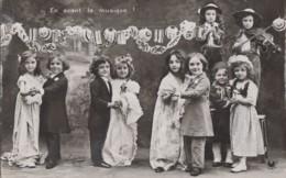 Enfants - Couples D'enfants - Bal Costumes - Lampion - Musique - Gruppi Di Bambini & Famiglie