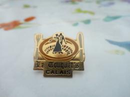 A059 -- Pin's Le Touquet's Calais -- Exclusif Sur Delcampe - Marques