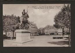 22  Dinan / La Place Et La Statue Du Guesclin - Dinan