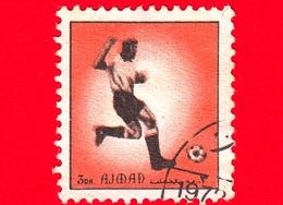 AJMAN - Usato - 1972 - Sport - Calcio - Football - Giocatori Di Calcio - Formato Piccolo - 3 Arancio - Ajman