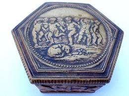 ANCIENNE BOITE HEXAGONALE EN TERRE CUITE . ANGELOTS. CHIEN . CHIMERES . DINI CELLAI SIGNA ITALY. FRILLI TERRACOTTA BOX - Boxes