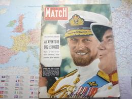 Paris Match N°410 16 Février 1957 Elisabeth Et Philip : Rendez-vous Avec La Reine / à L'aventure Chez Les Russes - Testi Generali