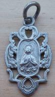 Med-567 Médaille Ancienne, En Métal Gris( Alliage ! SAnagramme AP Souvenir N.D. De Lourdes - Religione & Esoterismo