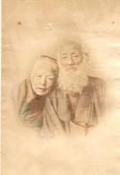 Japon - Photographie Originale Tirage Albuminé Aquarellé Ca 1880 - Très Beau Portrait D'un Couple De Vieux Japonais ! - Old (before 1900)