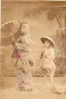 JAPON Photographie Originale Tirage Albuminé Aquarellé Ca 1880 - Jeunes Japonaises En Tenue Des Villes Tenue Des Champs - Old (before 1900)