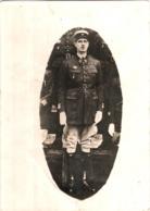 Photo Du Lieutenant-Colonel Charles De Gaulle TBE (avant Qu'il Soit Général, Au Sein D'un Groupe D'officiers) - Politieke En Militaire Mannen