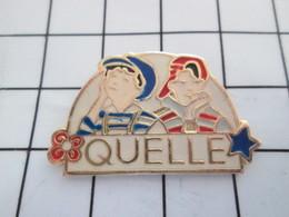 516b Pin's Pins / Beau Et Rare / THEME : MARQUES / VPC CATALOGUE QUELLE ENFANTS DE BOBOS EN MAILLOTS RAYES - Marques