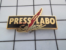 516b Pin's Pins / Beau Et Rare / THEME : PHOTOGRAPHIE / PLUME ROUGE PRESS LABO SERVICE - Photographie